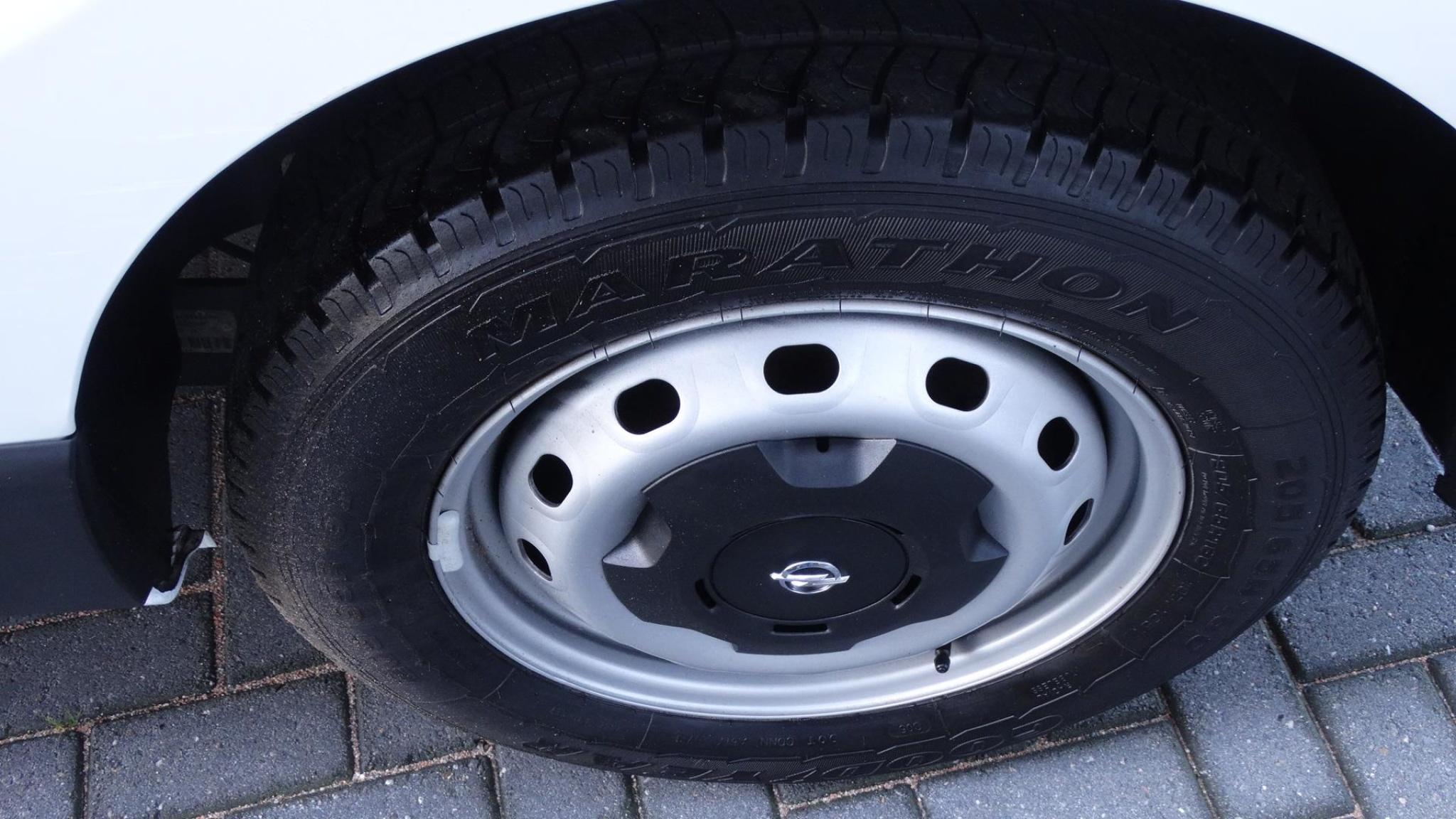 Opel-Vivaro-21