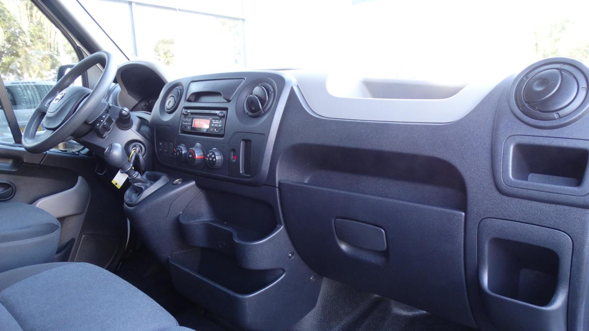 Nissan-NV400-24