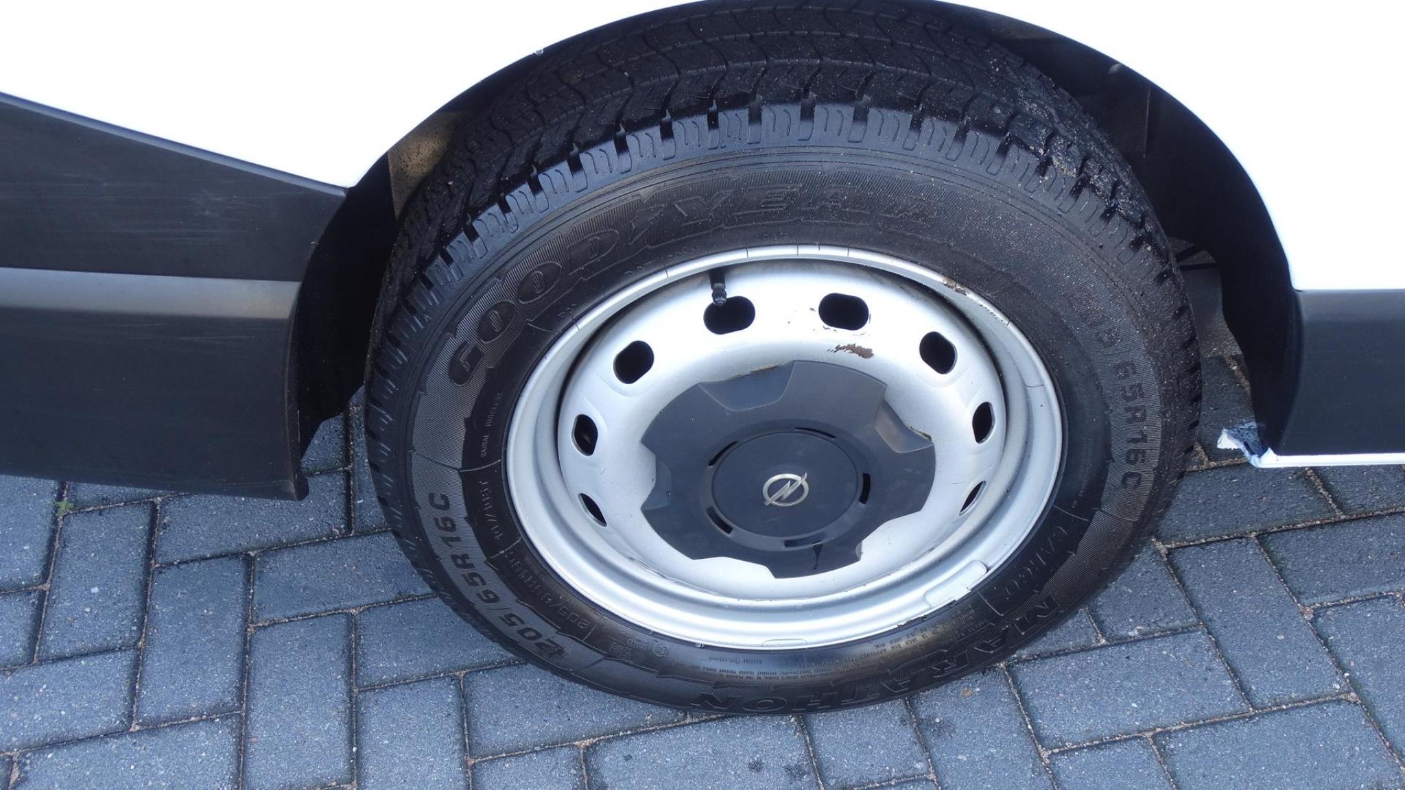 Opel-Vivaro-22