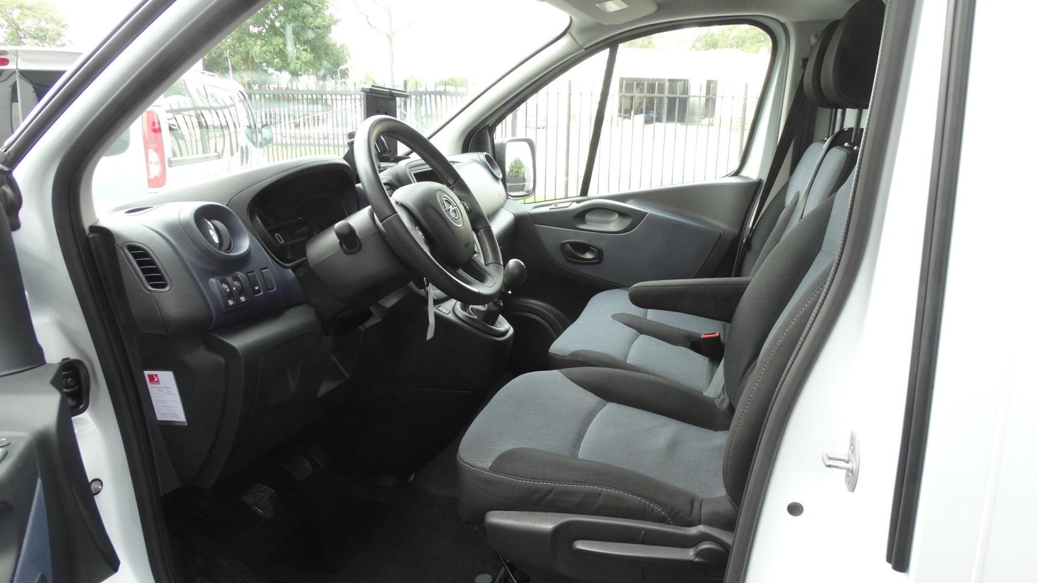 Opel-Vivaro-7