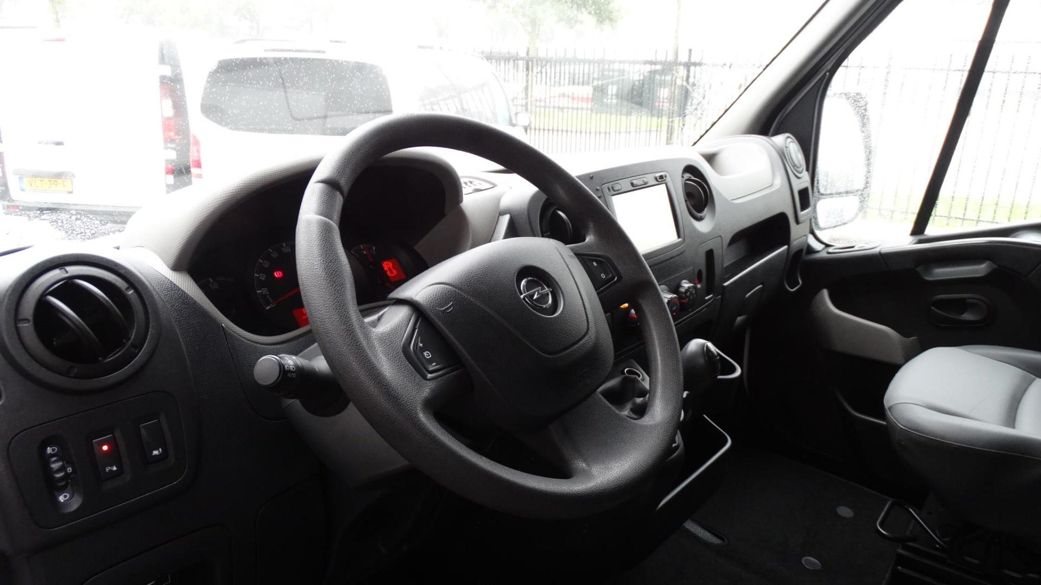 Opel-Movano-9