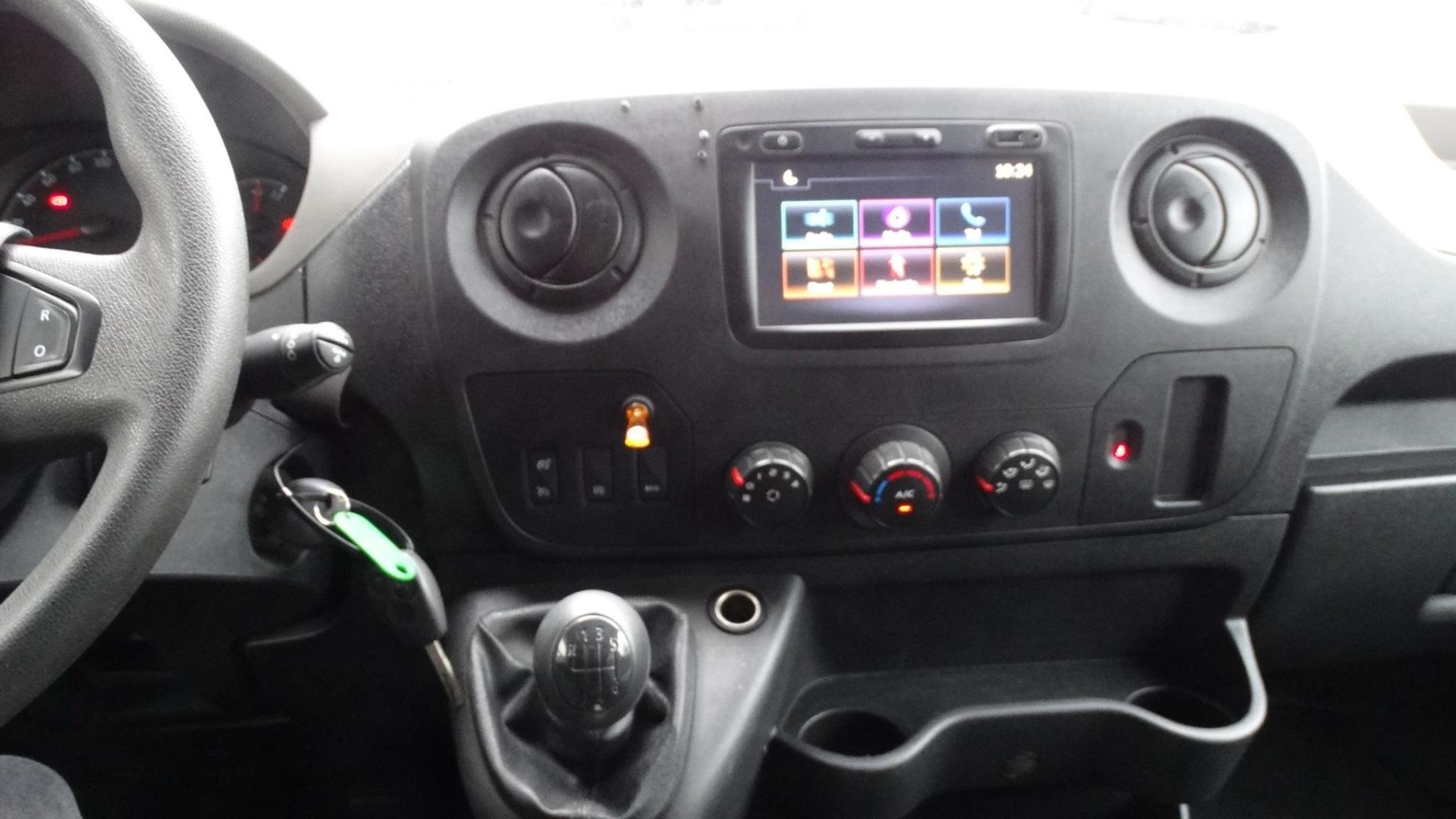 Opel-Movano-10