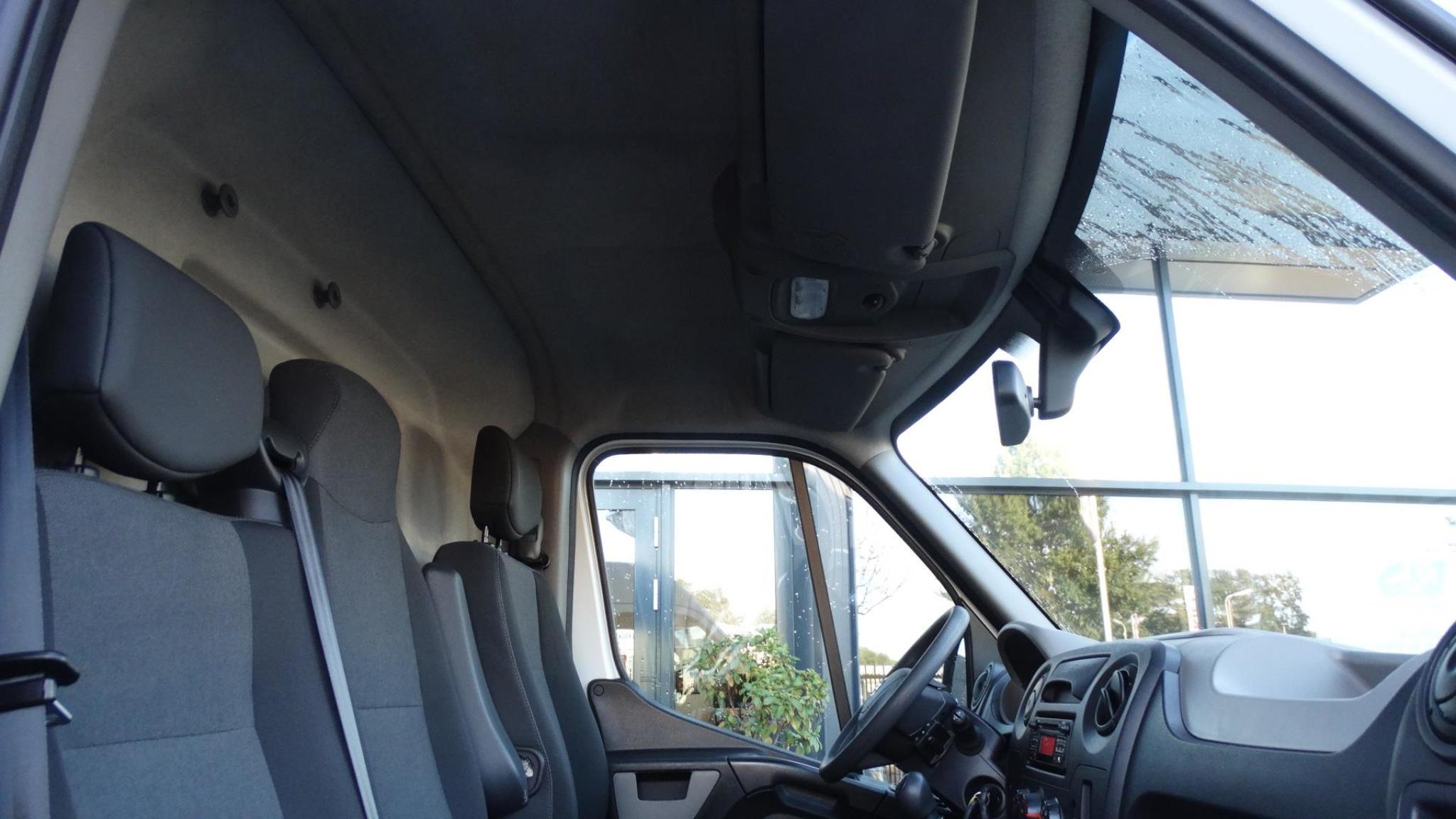 Nissan-NV400-21