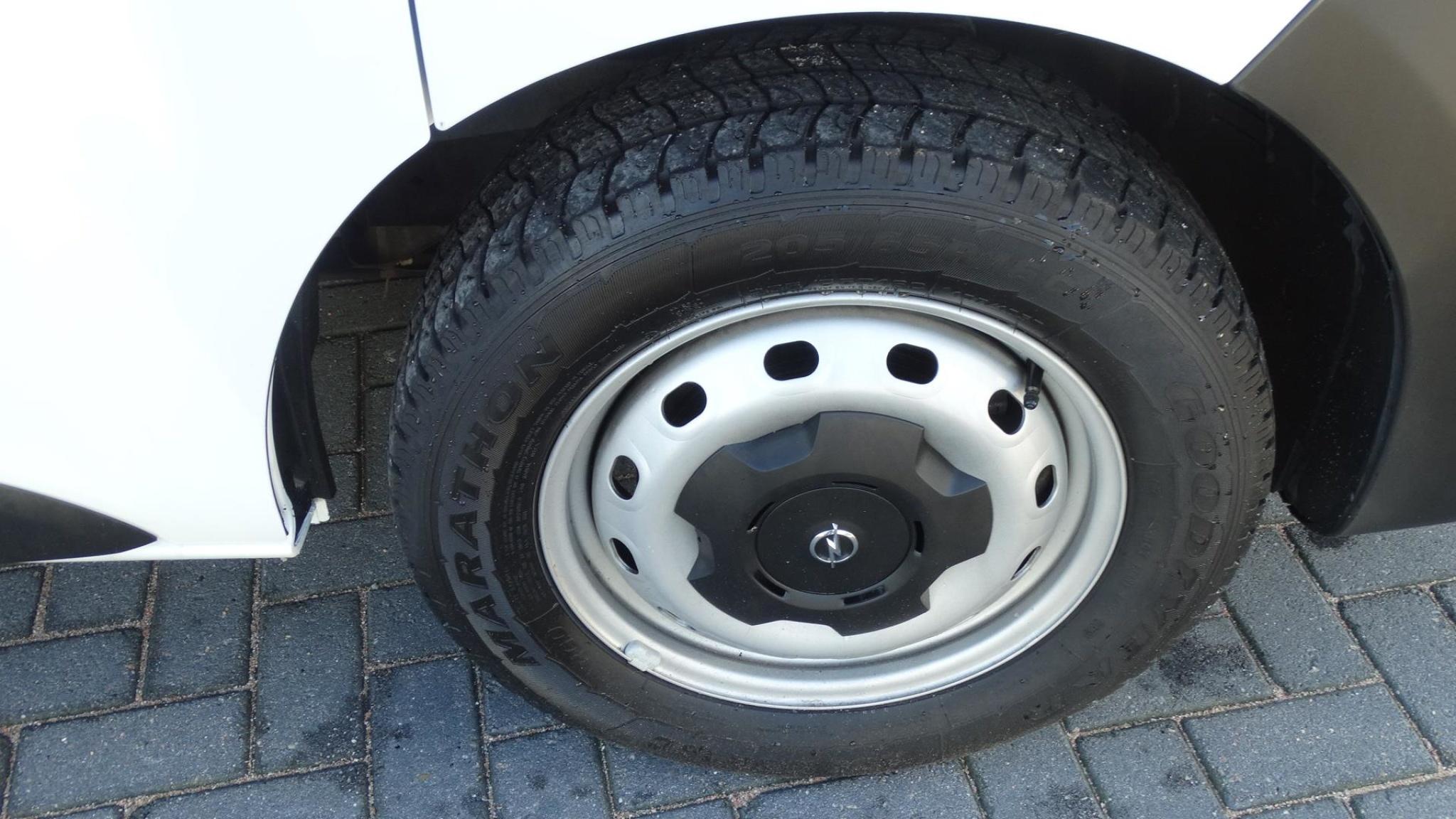 Opel-Vivaro-19