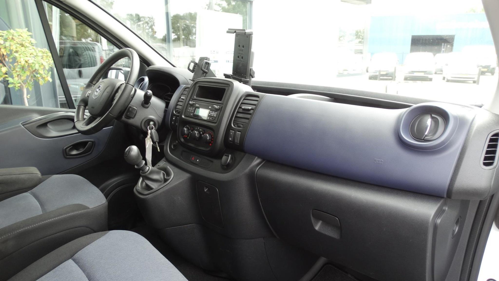 Opel-Vivaro-18